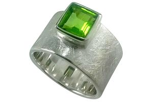 Ring Silber 925 mit Peridot facettiert Carrée Bandring...